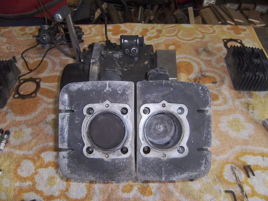 rd400_20091126_motor_zerlegen_01